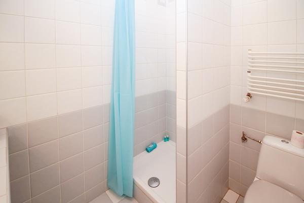 skuteczny płyn do mycia kabin prysznicowych